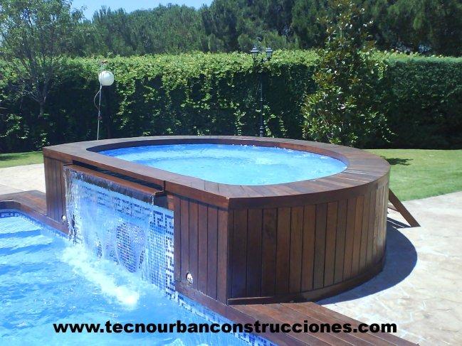 Tecnourban construcciones vanguardistas cesped artificial for Modelos de piscinas con jacuzzi